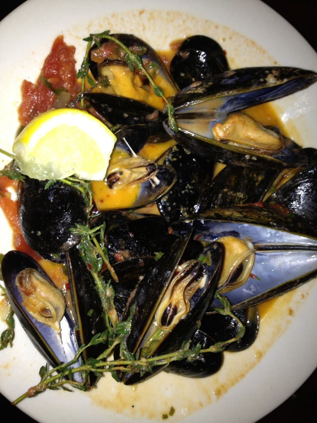 Cozze:  Mussels, Red & Spicy